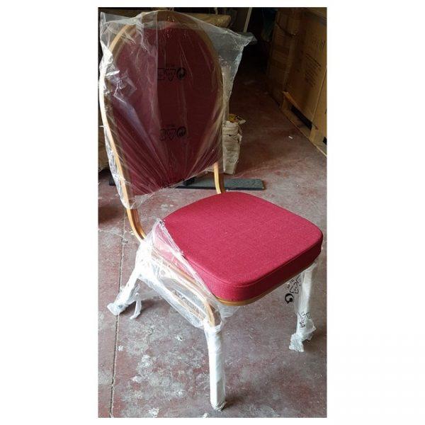 כסאות אדומים
