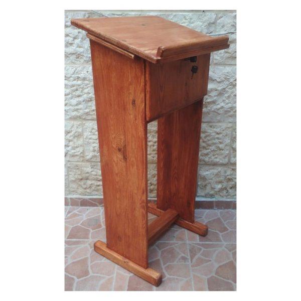 סטנדר מעץ עם תא
