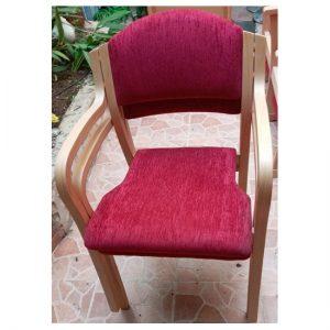 כסא עם ידיות