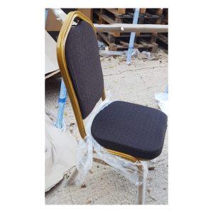 כסא מרופד אפור כהה